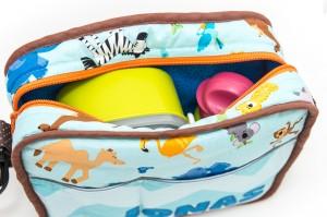 Retro-Kindergartentasche befüllt