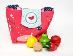 Kindertasche von Kubischneck mit Holzspielzeug